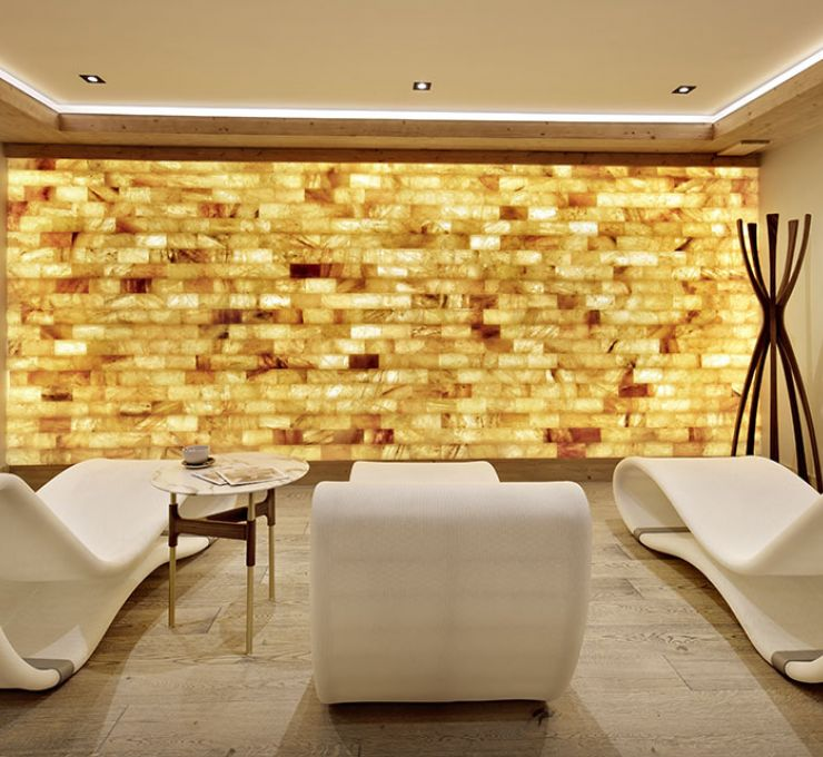 Relaxation room at the Himalayan Salt Wall at Residence Anitéa - Valmorel