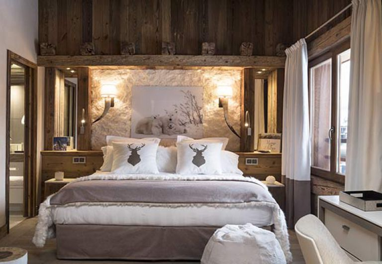 White bedroom at l'Ecrin de Jade - Chamonix-Mont-Blanc | MGM